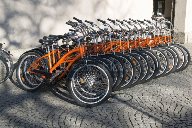 Cyklar för hyra royaltyfria bilder