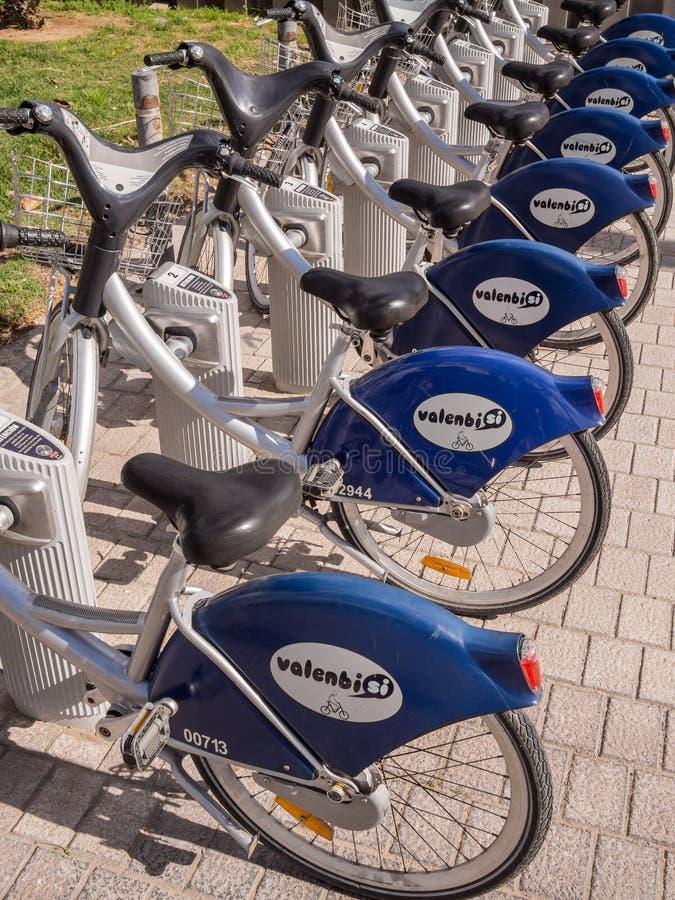 Cyklar för hyra i Valencia arkivfoto