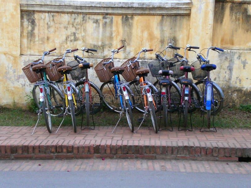 Cyklar i Luang Prabang, Laos royaltyfri fotografi