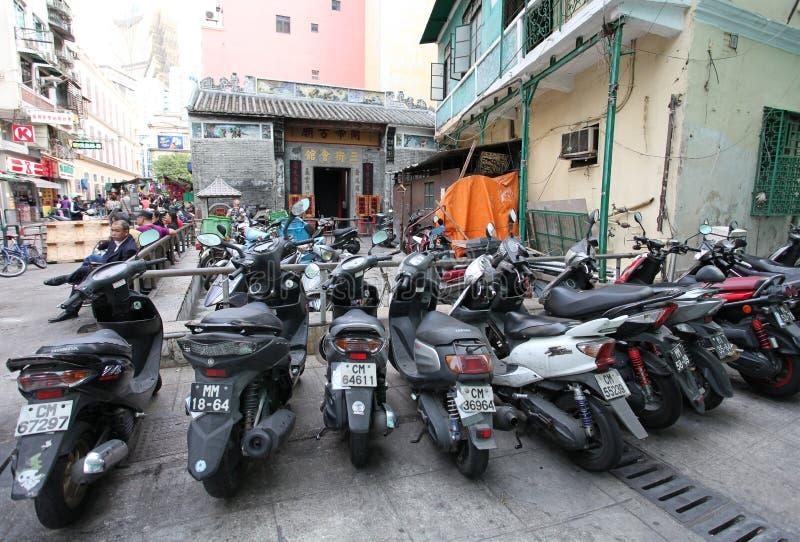 Cyklar nära Macao för buddistisk tempel den historiska mitten royaltyfria foton