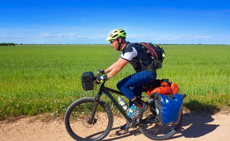 Cyklist av Camino de Santiago i cykel fotografering för bildbyråer