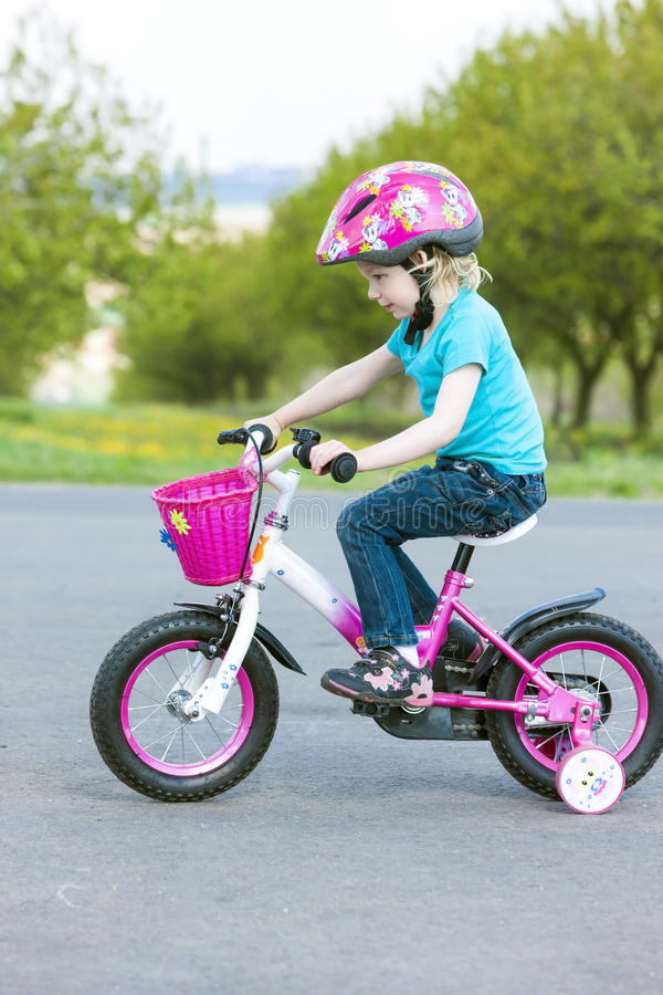 cyklist little royaltyfri bild