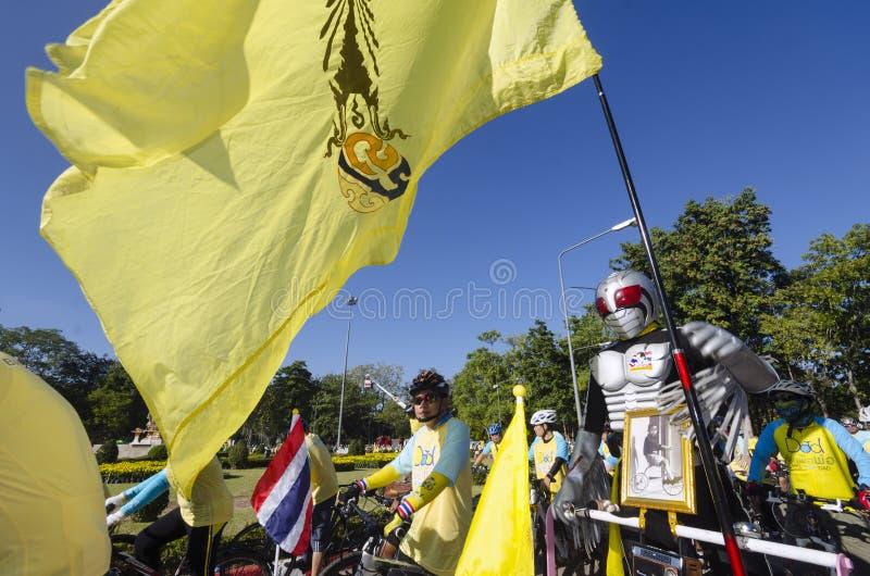 Cyklist på cykeln för farsa royaltyfria bilder