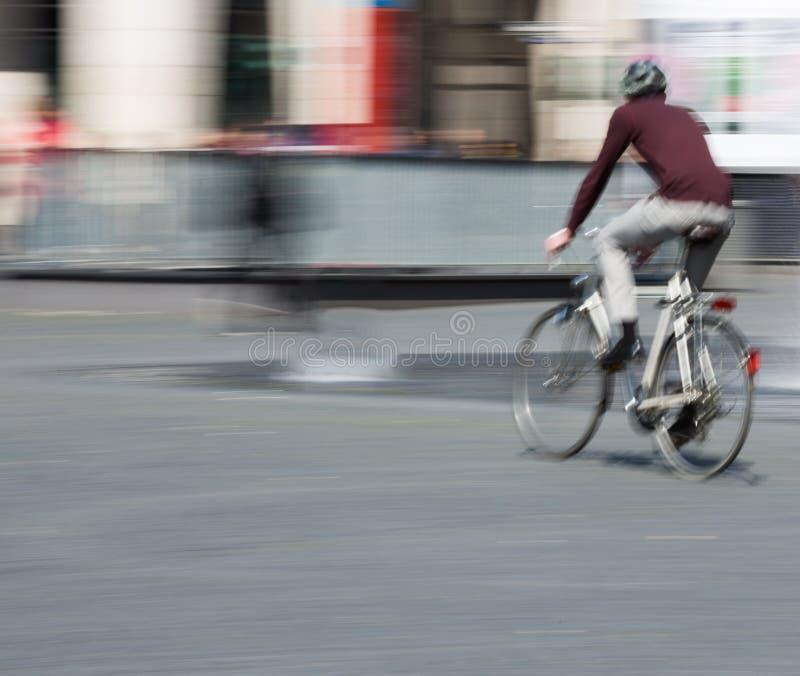 Cyklista w ruch plamie, kopii przestrzeń obrazy royalty free