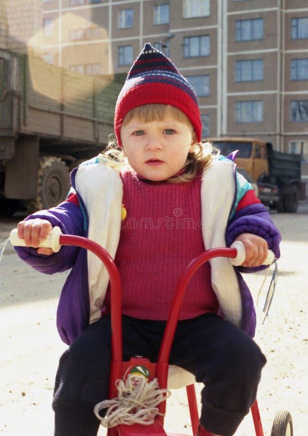 Download Cyklistbarn fotografering för bildbyråer. Bild av utomhus - 517195