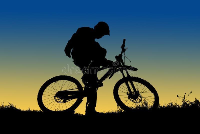 cyklistbergsilhouette royaltyfri fotografi