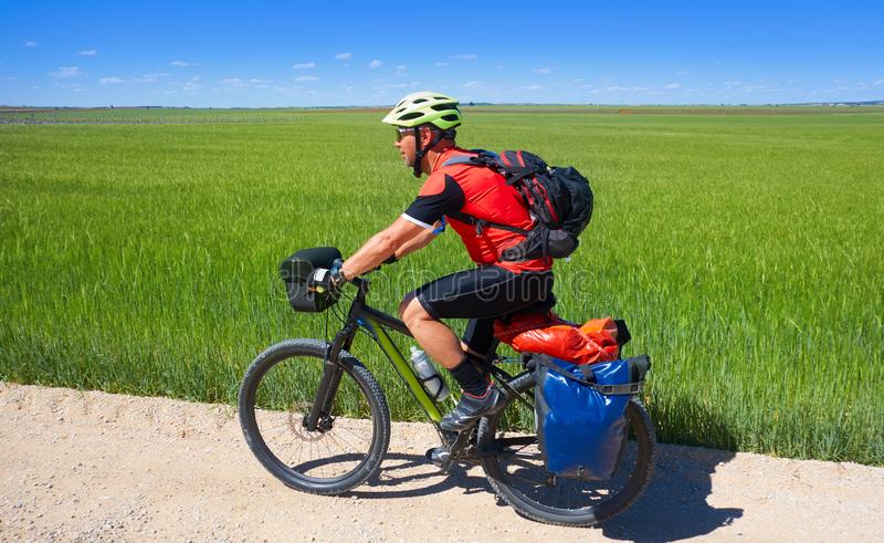 Cyklisten vallfärdar vid Camino de Santiago arkivfoto