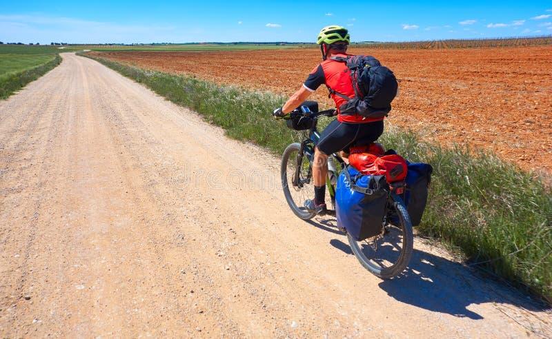 Cyklisten vallfärdar vid Camino de Santiago royaltyfria foton