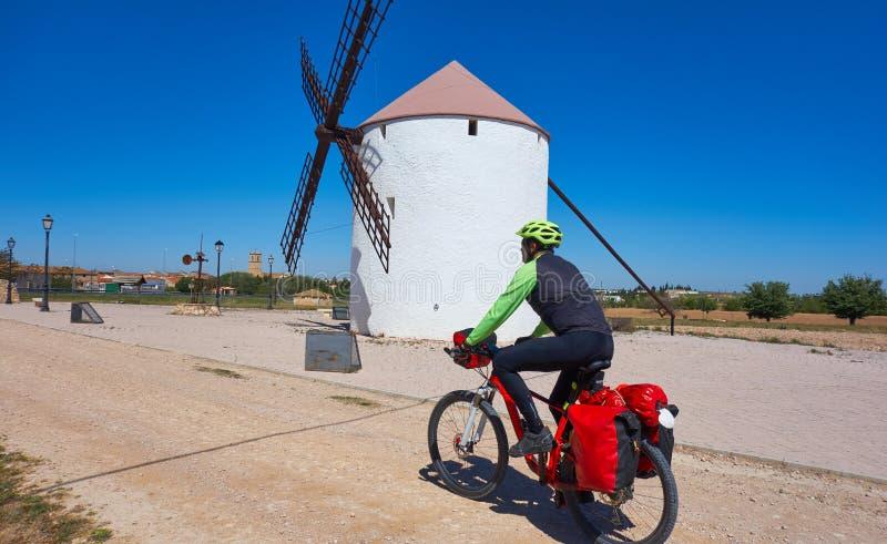 Cyklisten vallfärdar vid Camino de Santiago fotografering för bildbyråer