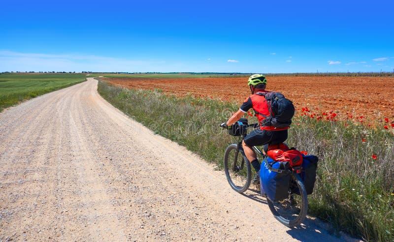 Cyklisten vallfärdar vid Camino de Santiago royaltyfri bild