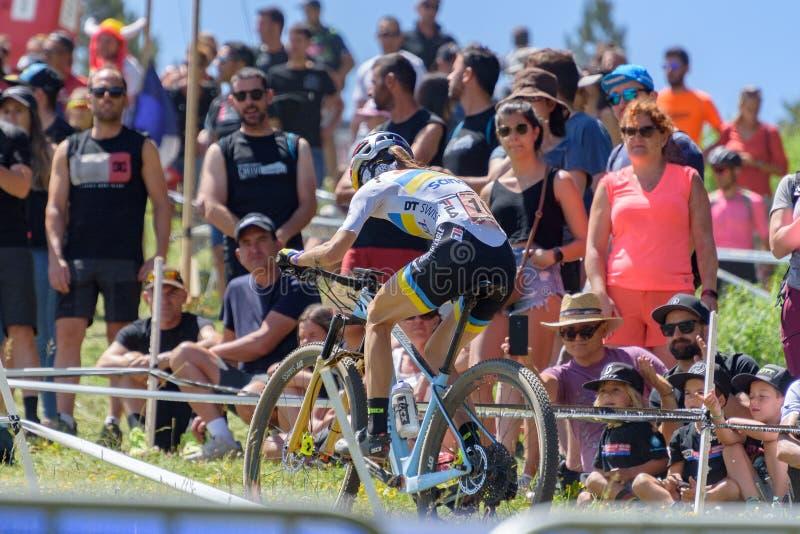 CYKLISTER i den MERCEDES-BENZ UCI MTB VÄRLDSCUPEN 2019 - XCO Vallnord, Andorra på Juli 2019 arkivfoto