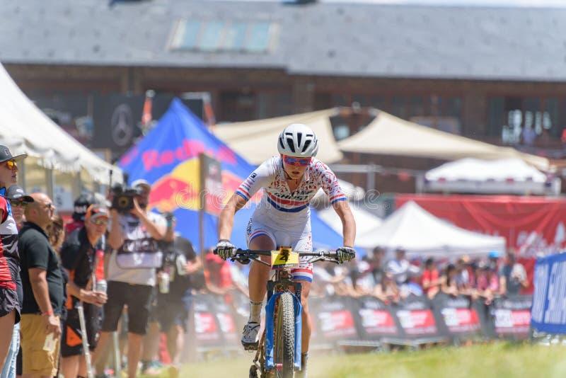 CYKLISTER i den MERCEDES-BENZ UCI MTB VÄRLDSCUPEN 2019 - XCO Vallnord, Andorra på Juli 2019 royaltyfria foton