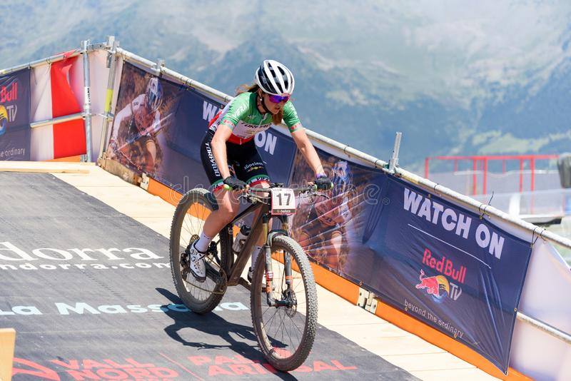 CYKLISTER i den MERCEDES-BENZ UCI MTB VÄRLDSCUPEN 2019 - XCO Vallnord, Andorra på Juli 2019 arkivbild