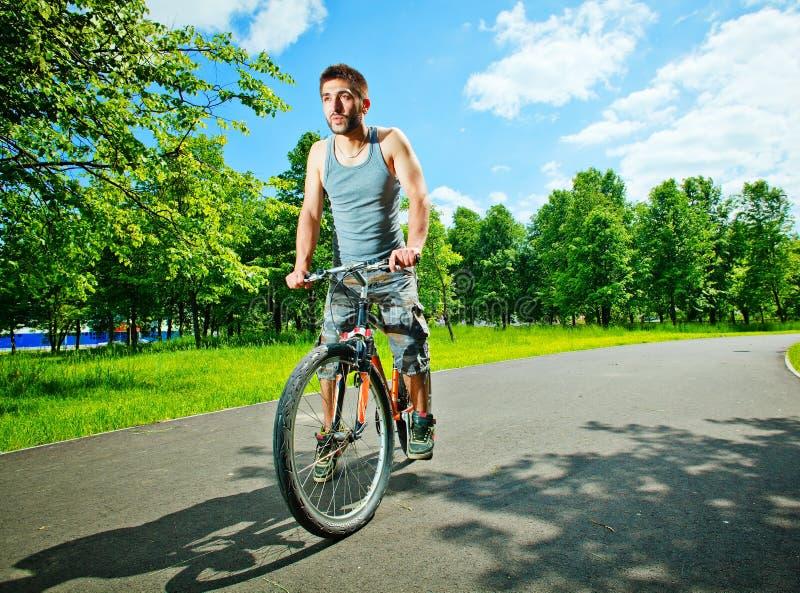 cyklistmanbarn royaltyfri bild
