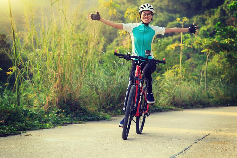 Cyklisty kolarstwa rower górski fotografia stock