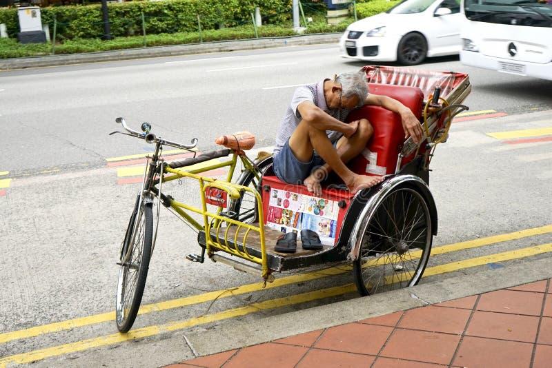 Cyklu riksza kierowca ma odpoczynek zdjęcia royalty free