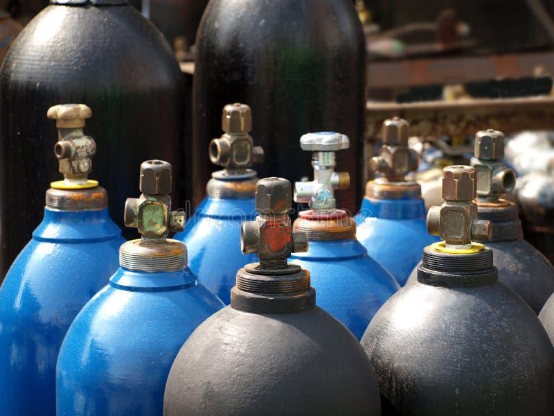 Cylindres de l'oxygène et de gaz image stock