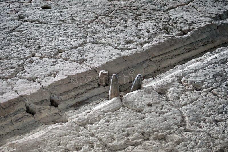 Cylindres pierreux dans un calendrier lunaire photographie stock