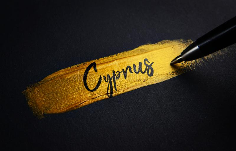 Cypr Handwriting tekst na Złotym farby muśnięcia uderzeniu zdjęcie stock