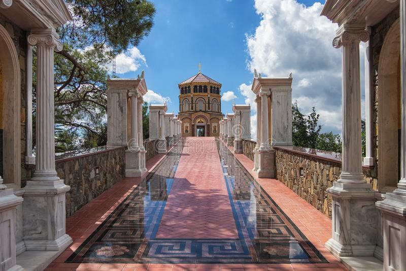 CYPR, PAPHOS- PAŹDZIERNIK 2018: Kykkos monaster z sławnymi mozaikami wykładać z złotem obraz stock