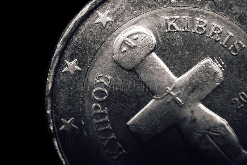 Cypriotiskt euromynt äganderätt för home tangent för affärsidé som guld- ner skyen till Makro royaltyfria foton
