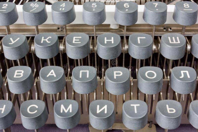 Cyrillic skrivmaskin royaltyfri foto