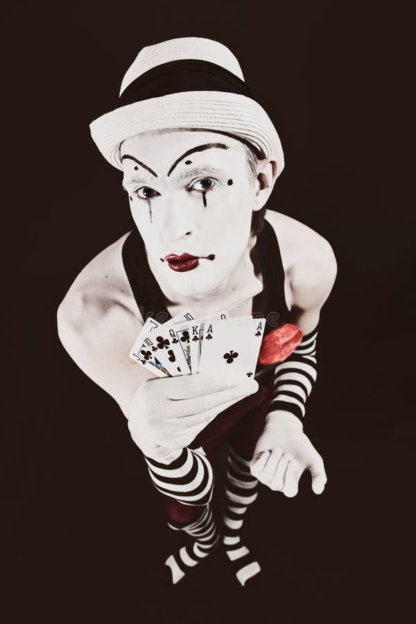 Cyrkowy błazen w makeup z karta do gry zdjęcia stock