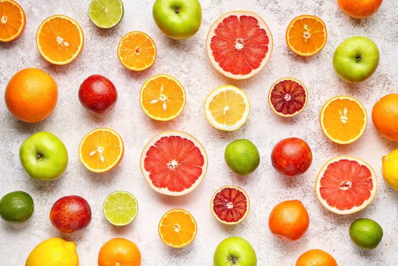 Cytrus owoc wzór na bielu betonu stole knedle tła jedzenie mięsa bardzo wiele zdrowe jeść Przeciwutleniacz, detox, dieting, czyst zdjęcie stock