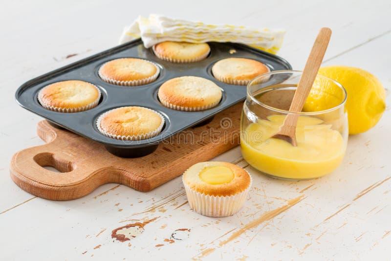 Cytryn babeczki przygotowanie i składniki obraz stock