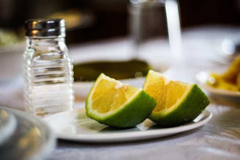 Cytryna i sól obrazy stock