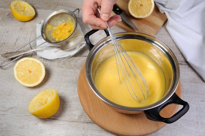 Cytryny kyrd - custard na owocowym soku fotografia royalty free