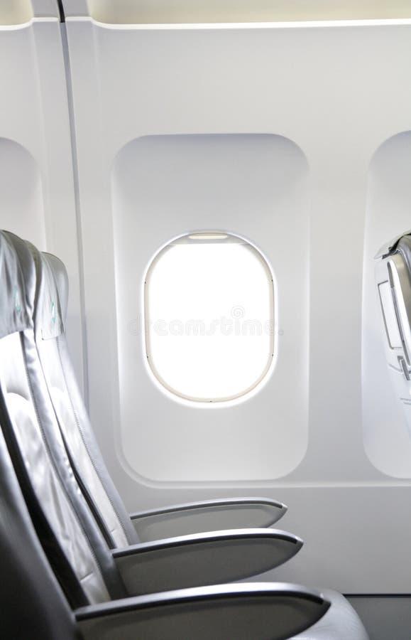 Cywilnego samolotu siedzenia i okno fotografia stock