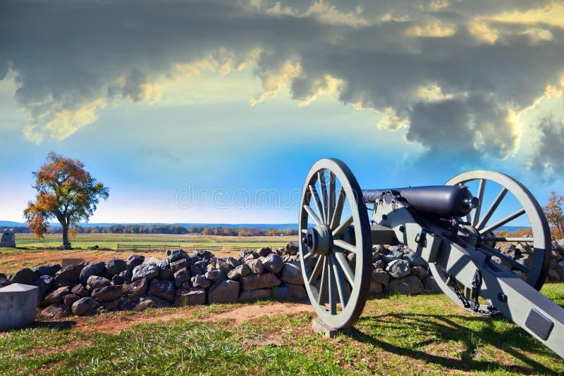 Cywilnej wojny kanon na Gettysburg polu bitwy w jesieni blisko słońca fotografia stock