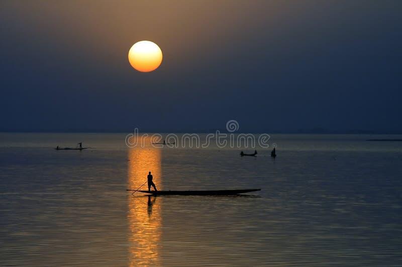 czółen horyzontalna Niger rzeki sylwetka zdjęcie royalty free