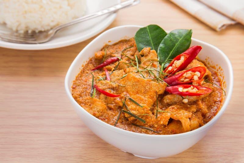 Cząberu curry z wieprzowiną i ryż, Tajlandzki jedzenie (Panang) zdjęcia stock