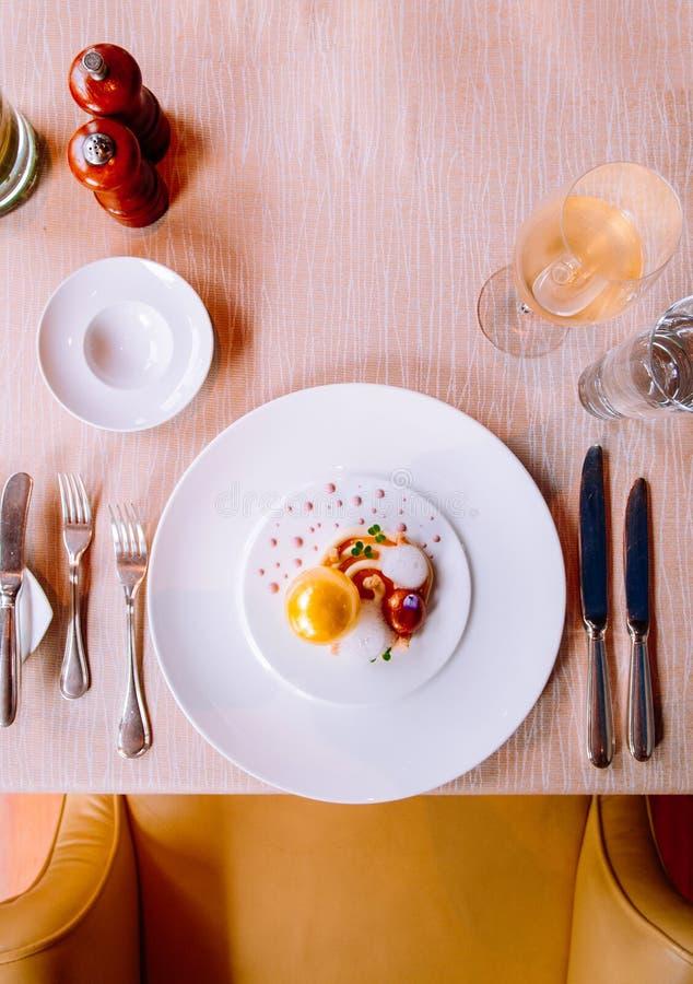 Cząsteczkowej gastronomy twórczości nowożytna kuchnia, piękny karmowy d obraz royalty free