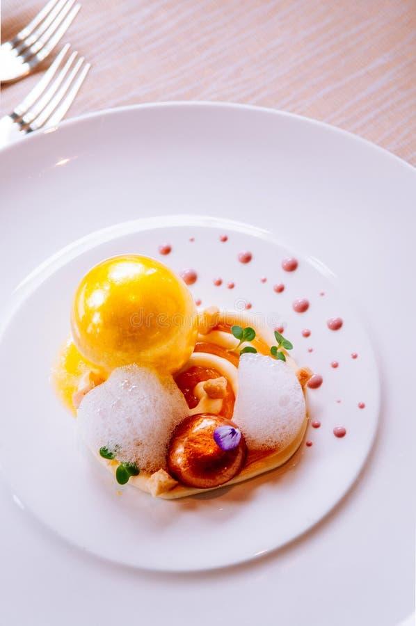 Cząsteczkowej gastronomy twórczości nowożytna kuchnia, piękny karmowy d fotografia royalty free
