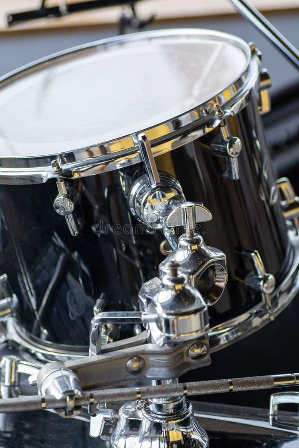 Część bębenu instrumentu muzycznego ustaleni kije zdjęcie royalty free