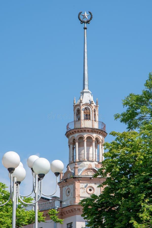 Część fasada, iglica z gwiazdą, Radziecka architektura Minsk zdjęcie stock