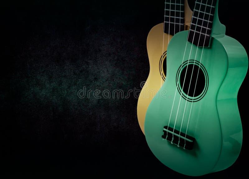 Część gitara akustyczna na czarnym tle fotografia stock