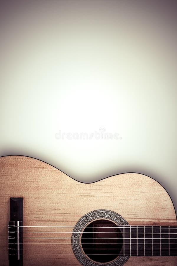 Część gitara akustyczna na popielatym tle fotografia stock