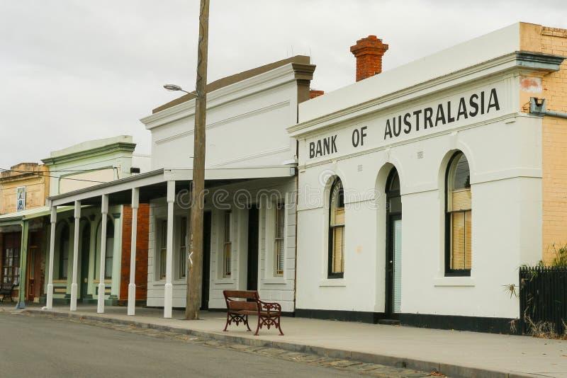 Część historyczny streetscape Skandynawska półksiężyc wliczając oryginalnego banka Australasia budynek, obrazy stock