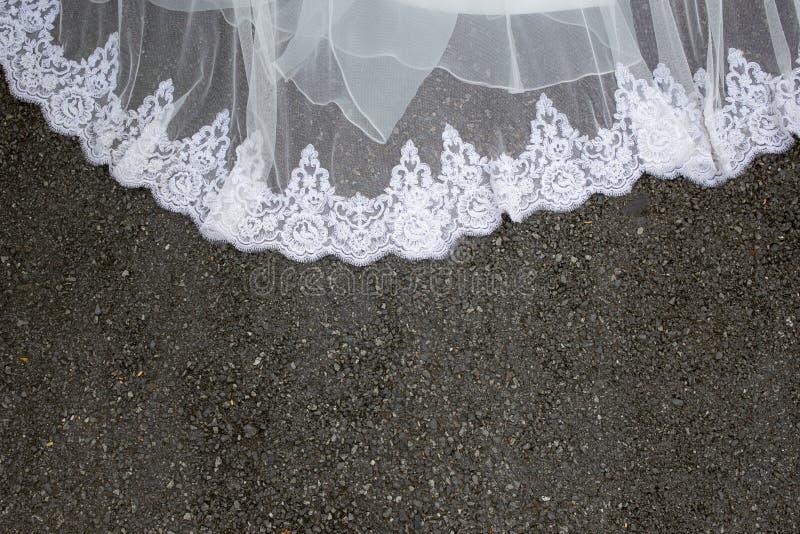 Część piękna ślubna suknia na ziemi fotografia royalty free