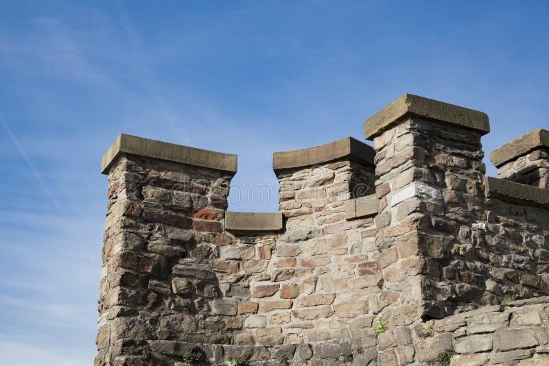 Część stara łamająca miasto ściana w warownym mieście Maastricht holandie zdjęcie stock