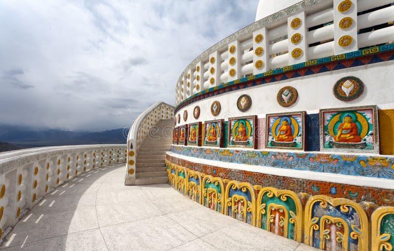 Część Wysoka Shanti stupa blisko Leh zdjęcie royalty free