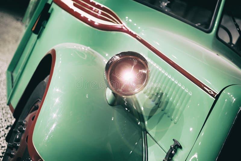 Część zielony stary retro autobus nagłówek zdjęcia stock