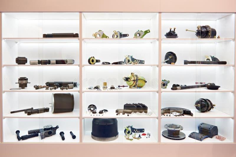 Części dla hamulcowego systemu ciężarówka w sklepie zdjęcie stock
