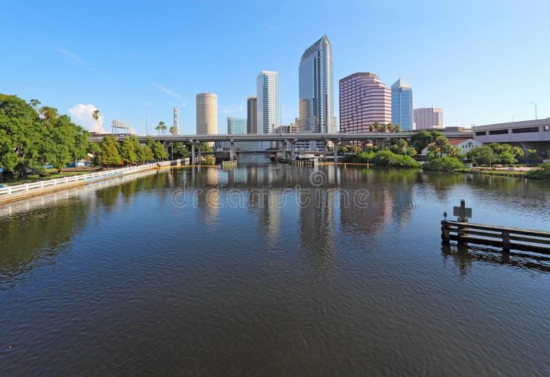 Częściowa linia horyzontu i USF park w Tampa, Floryda zdjęcie royalty free