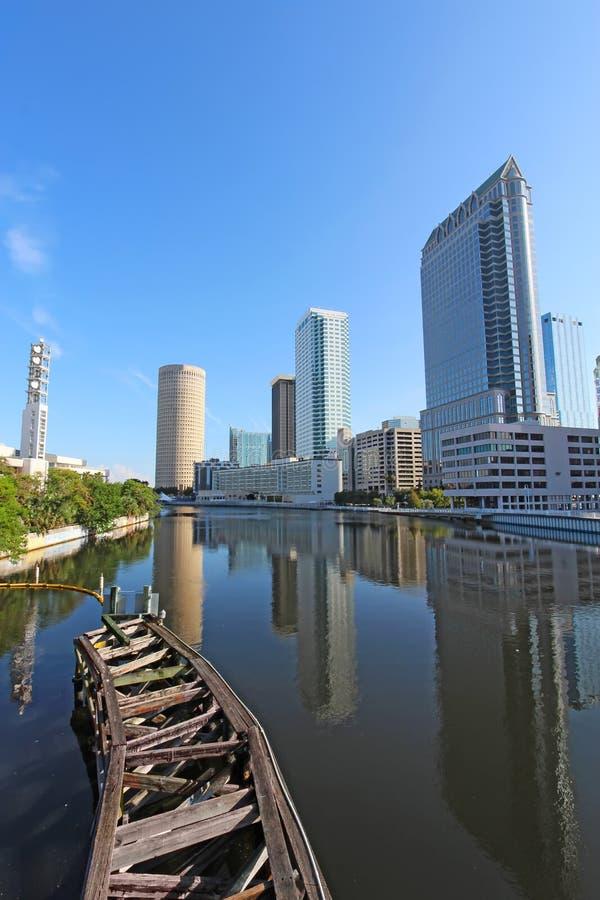 Częściowa linia horyzontu Tampa, Floryda vertical zdjęcie royalty free