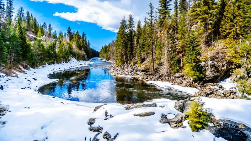 Częsciowo marznąca Murtle rzeka w kolumbia brytyjska, Kanada fotografia royalty free
